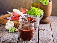 Барбекю сос за скара с лук, чесън, кетчуп, горчица и уорчестър